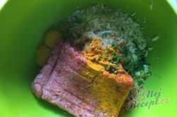 Příprava receptu Masové bomby se zelím zapečené s bramborovou kaší a strouhaným sýrem, krok 3