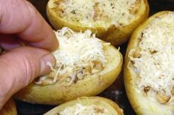 Příprava receptu Brambory plněné houbovou nádivkou, krok 8