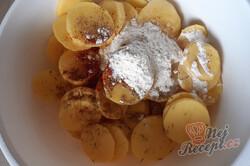 Příprava receptu Vynikající zapékané brambory se sýrem, krok 1