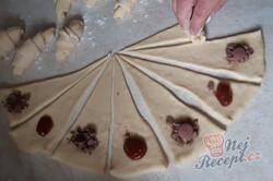 Příprava receptu Měkoučké máslové rohlíky - naslano i nasladko, krok 4
