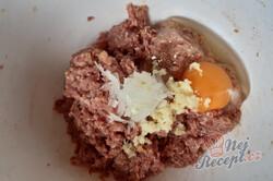 Příprava receptu Rolované karbanátky se strouhaným sýrem, krok 1