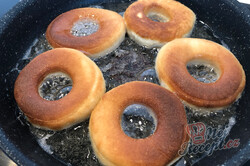Příprava receptu Nejlepší smažené koblihy (donuty) s čokoládovou polevou, krok 4