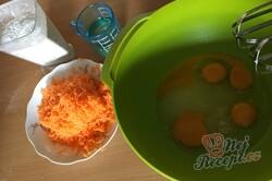 Příprava receptu Rychlý mrkvový koláč s jablky, krok 2