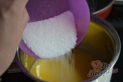 Příprava receptu Jednoduchý 15 minutovy tříbarevný dort bez pečení a želatiny, krok 2
