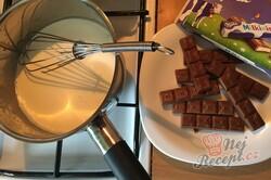 Příprava receptu Šťavnatý Milka koláč s grankem na hrnky, krok 7