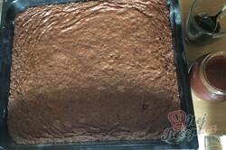 Příprava receptu Šťavnatý Milka koláč s grankem na hrnky, krok 5