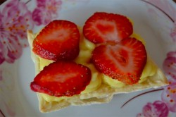 Příprava receptu Jednoduchý francouzský dezert s jahodami, krok 9