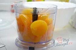 """Příprava receptu Jednoduchý tvarohový dort s meruňkami """"Sluneční pozdrav"""", krok 8"""