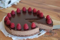 Příprava receptu Jak připravit nepečený extra čokoládový cheesecake s malinami, krok 2