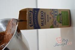 Příprava receptu Máte mléko a čokoládu? Připravte lahodný čokoládový dezert bez mouky a pečení, krok 7
