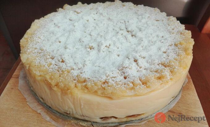 Recept Sypaný koláč s pudinkem a ovocem
