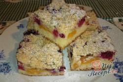 Příprava receptu Ovocný koláč s drobenkou, krok 11