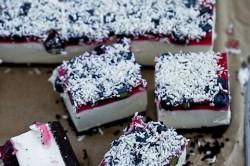 Příprava receptu Nepečené jogurtové řezy s kokosovým želé, krok 1