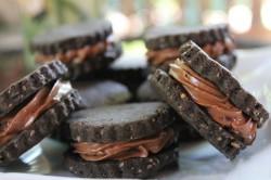 Příprava receptu Domácí sušenky plněné nutelovo-malinovou nádivkou, krok 7