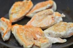 Příprava receptu Kuřecí plátek na smetaně, krok 2