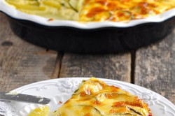 Příprava receptu Šťavnatá kuřecí prsa a zapečená cuketa s bramborami, krok 5