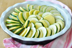 Příprava receptu Šťavnatá kuřecí prsa a zapečená cuketa s bramborami, krok 3