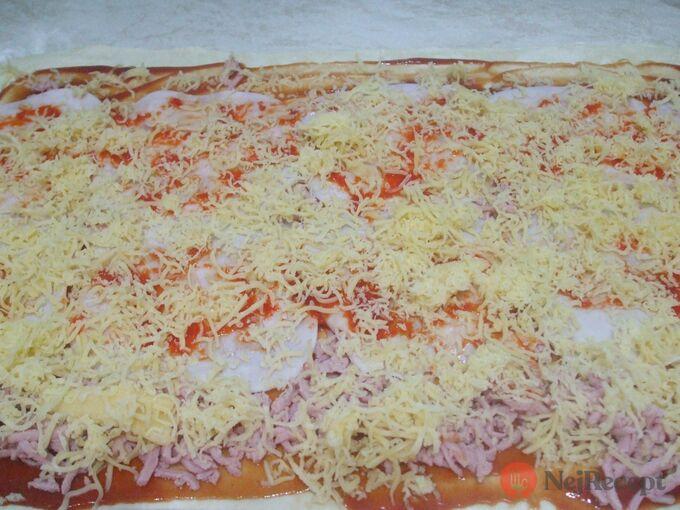 Recept Pizzovníky z listového těsta se šunkou, sýrem a kukuřicí