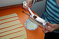 Příprava receptu Trdelníky s ořechovou drobenkou, krok 7