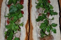 Příprava receptu Plněný chlebíček na snídani nebo k večeři, krok 1