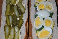 Příprava receptu Plněný chlebíček na snídani nebo k večeři, krok 2