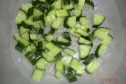 Příprava receptu Zeleninový salát s balkánem, krok 2
