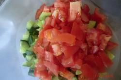 Příprava receptu Zeleninový salát s balkánem, krok 5