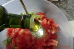 Příprava receptu Zeleninový salát s balkánem, krok 6