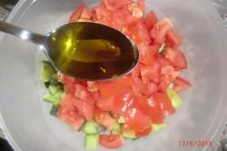 Příprava receptu Zeleninový salát s balkánem, krok 7
