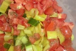 Příprava receptu Zeleninový salát s balkánem, krok 9