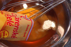 Příprava receptu Výborný jablečný koláč se sněhovou peřinkou, krok 6