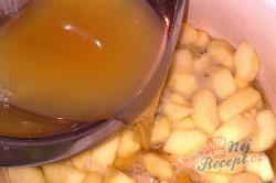 Příprava receptu Výborný jablečný koláč se sněhovou peřinkou, krok 7