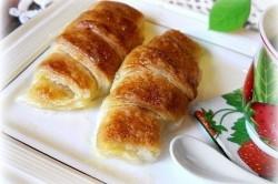Příprava receptu Fenomenální rohlíčky s jablkem, zapečené v máslově omáčce se SPRITEm, krok 4