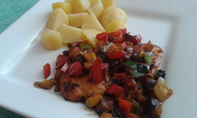 Recept Kuřecí steak na zelenině s rozinkami