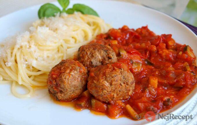 Recept Masové koule v rajčatovo cuketové omáčce