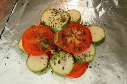 Příprava receptu Kuřecí prsa s mozzarellou a zeleninou v alobalu, krok 1