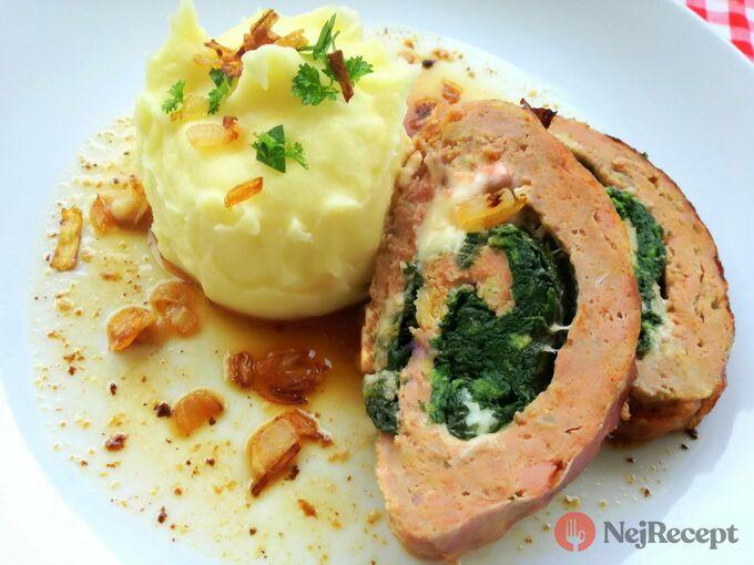 Recept Pečená sekaná plněná špenátem a sýrem ve slaninovém kabátku