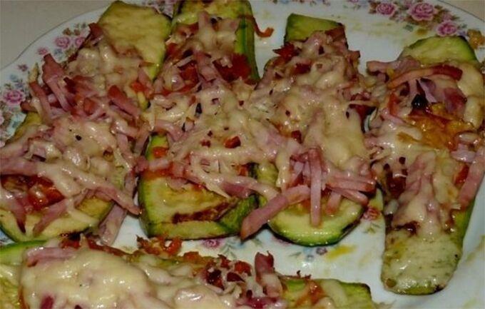 Recept Cuketové lodičky se šunkou a sýrem