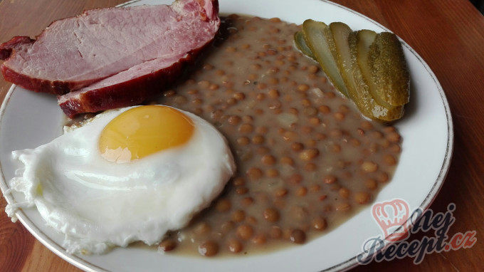 Recept Čočka nakyselo s uzeným, vajíčkem a okurkou