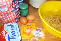 Příprava receptu Tvarohové palačinky s jablky v testě, krok 1