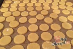 Příprava receptu Kokosovo-ořechové mlsání - DĚLBUCHY, krok 7