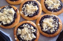 Příprava receptu Kynuté koláče s drobenkou, krok 9