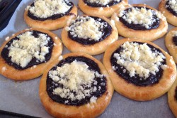 Příprava receptu Kynuté koláče s drobenkou, krok 7