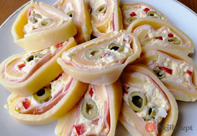 Recept Slavnostní sýrová roláda s olivami