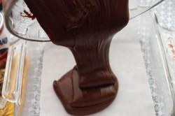 Příprava receptu Čokoládové kostičky POUZE ze 3 surovin, krok 3