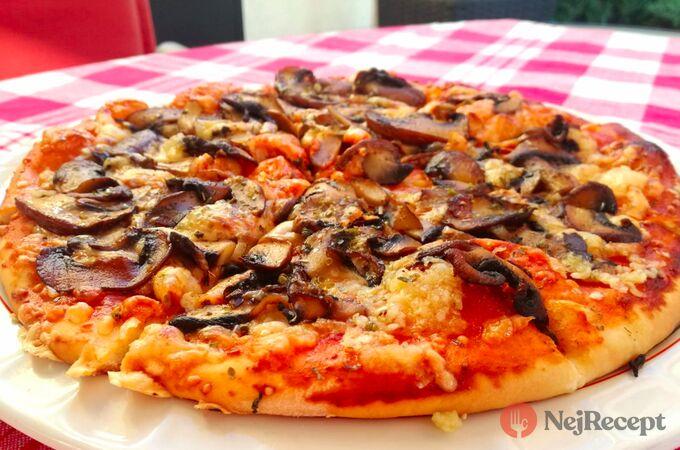 Recept Pizza se žampiony a česnekem