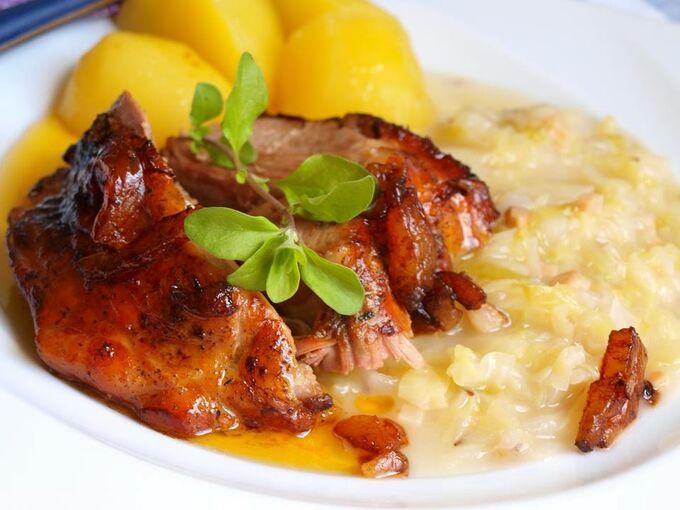 Recept Krůtí pečeně s raným zelím a bramborem