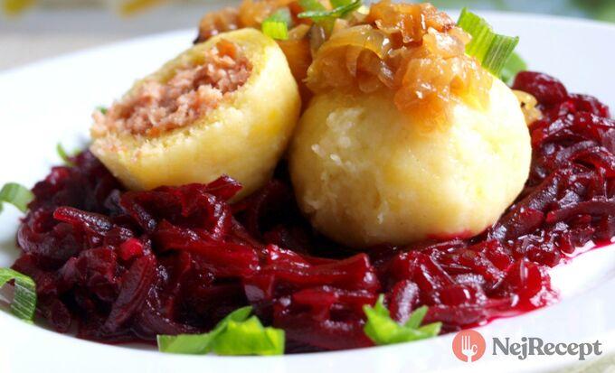 Recept Plněný bramborový knedlík a zelí z červené řepy