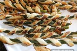 Příprava receptu Chuťovka k vínečku a pivečku - chřest v listovém těstě, krok 6