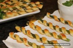 Příprava receptu Chuťovka k vínečku a pivečku - chřest v listovém těstě, krok 8